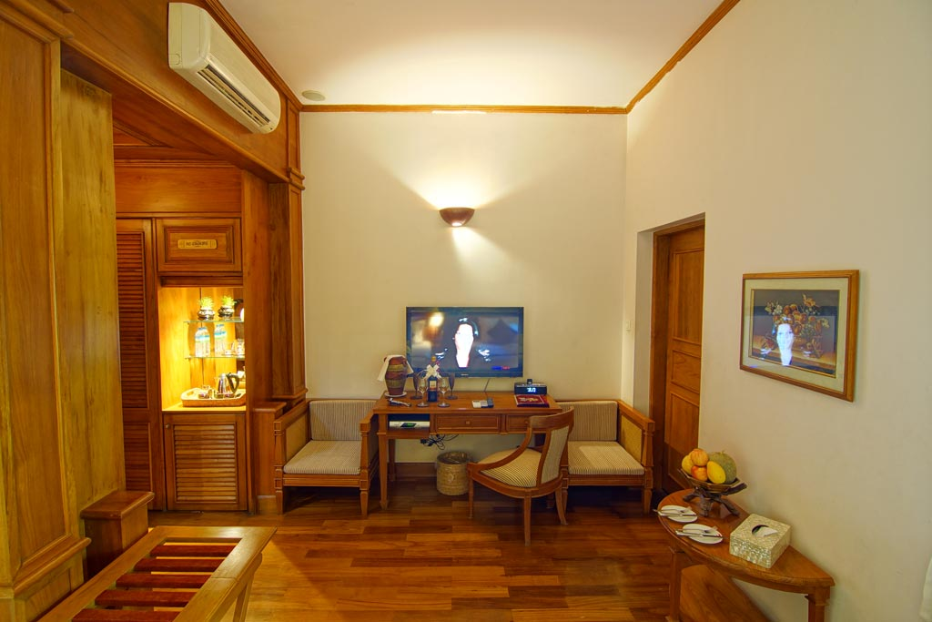 hotel-red-canal-shan-room-inside-01